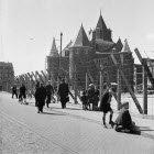 Definitieve afsluiting Jodenbuurt bij de Waag, Nieuwmarkt, Amsterdam (1942)
