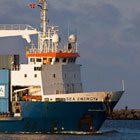 Schip loopt binnen bij IJmuiden - Foto: Hans905 via Flickr CC