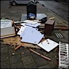Bij de vuilcontainer - Foto: Arnoud Hugo