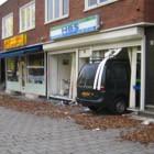 2006: Busje rijdt schoonmaakbedrijf binnen - Foto: Arnoud Hugo